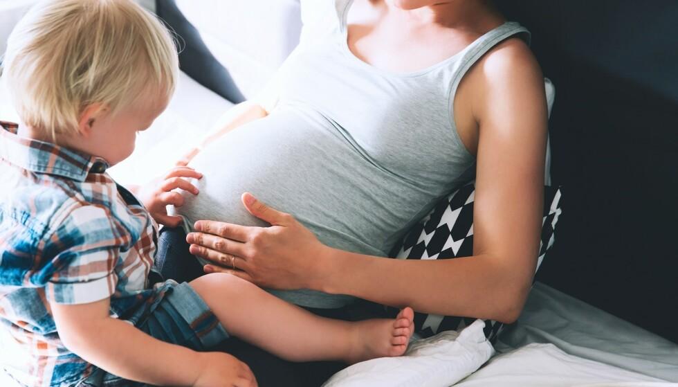 SNUSBRUK HOS GRAVIDE: De siste årene har vi sett at stadig flere kvinner begynner å snuse. En ny studie viser at mange ikke klarer å slutte idet de blir gravide. FOTO: NTB scanpix