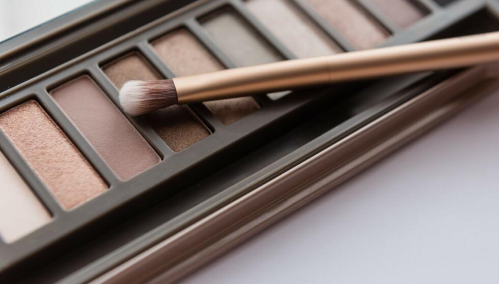 ØYENSKYGGE: - Blå øyne kler rustfarger, mens brune øyne kler pommefarger, sier makeupartisten. FOTO: NTB Scanpix