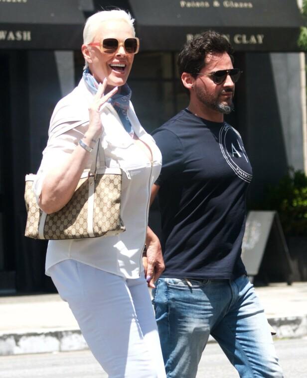 SPRUDLENDE LYKKE: Brigitte og Mattia på handletur i Los Angeles i 2019. Brigitte har tidligere innrømmet at hun er redd for å miste mannen sin til en yngre kvinne. FOTO: NTB Scanpix