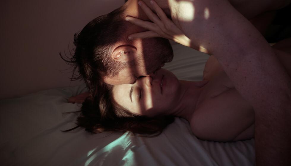 <strong>SUNT Å HA SEX:</strong> - Par som har jevnlig sex har også bedre livskvalitet og bedre kontakt med partneren sin. Paret føler seg mer bundet til hverandre, holder seg i form og vedlikeholder seksualiteten, sier sexologen. FOTO: NTB Scanpix