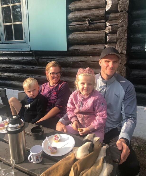 FAMILIETID: Både Charlotte og Bjarte er opptatt av å bruke mye tid sammen som familie. FOTO: Privat