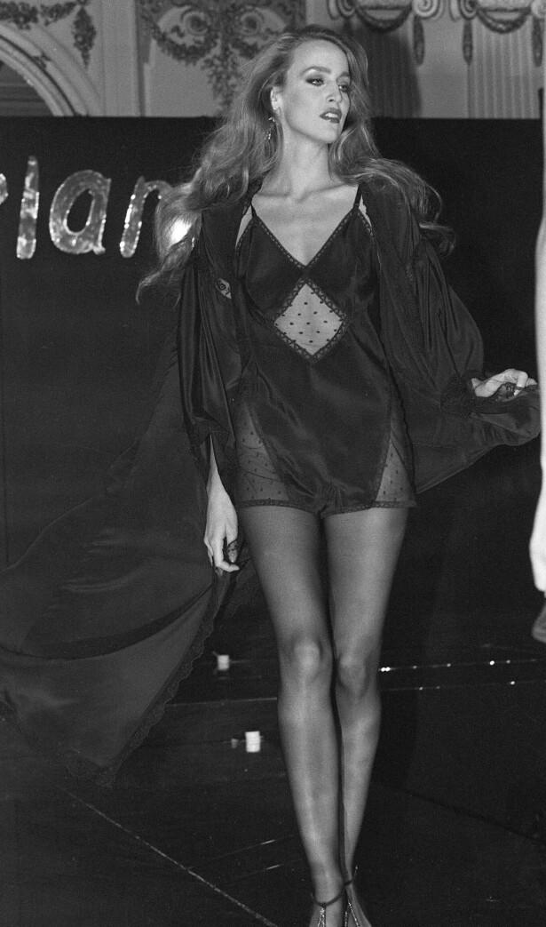 LAAANGE BEIN: På catwalken i 1979. FOTO: NTB Scanpix