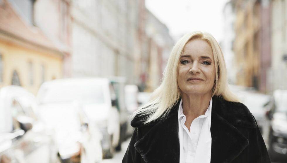Anne (66) har syv barn og er kjæreste med Kathrine (28)