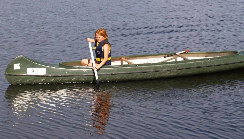 GODE MINNER: – På padletur sommeren 2005. En kan fint padle med en arm. FOTO: Privat