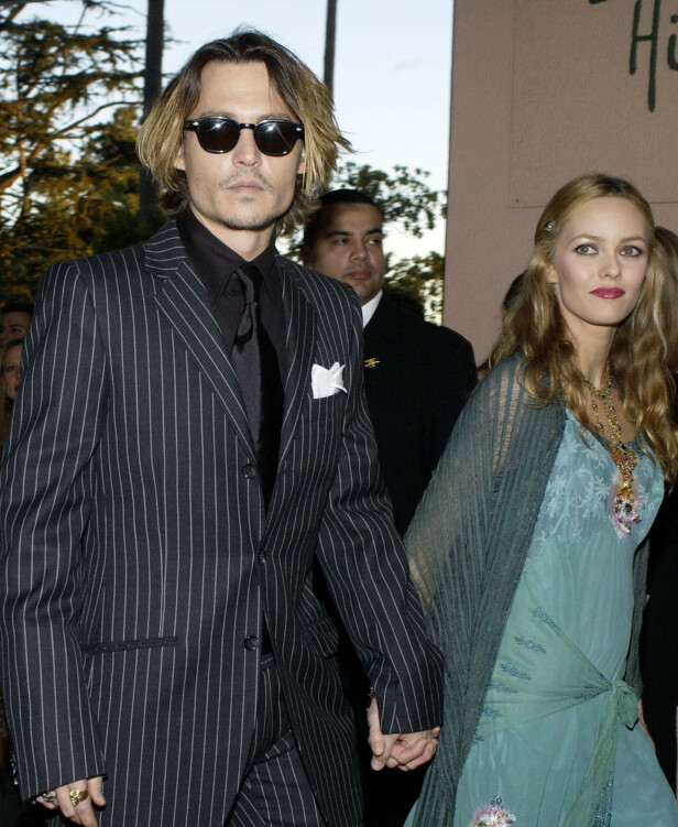 FORELDRENE OPP AV DAGE: Pappa Johnny Depp og mamma Vanessa Paradis i 2004, mens de fortsatt var et par. FOTO: NTB Scanpix