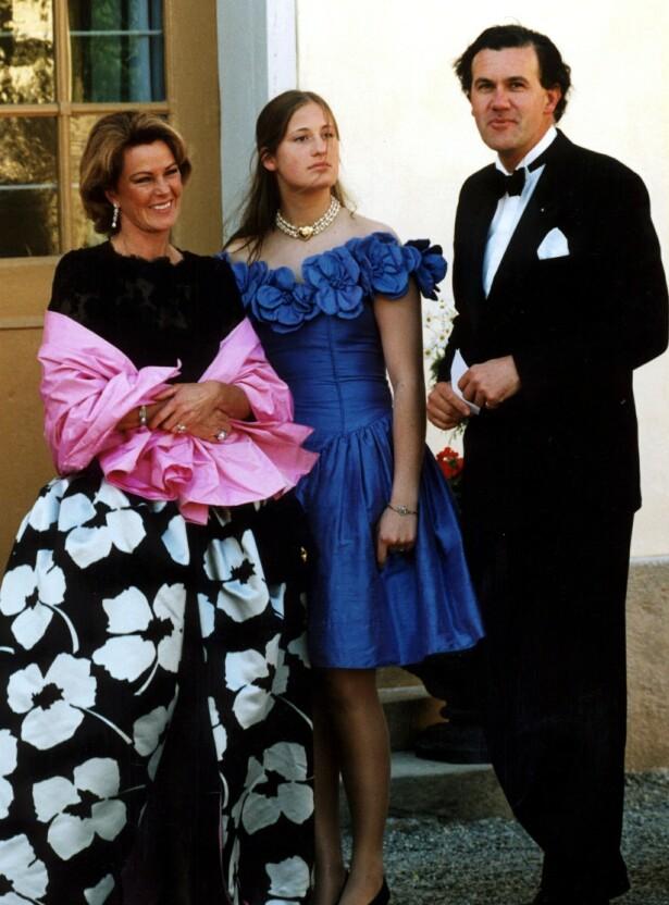 STIL: Frida med mannen prins Heinrich Ruzzo von Reuss og en av hans døtre på 1990-tallet. (Foto: NTB Scanpix)