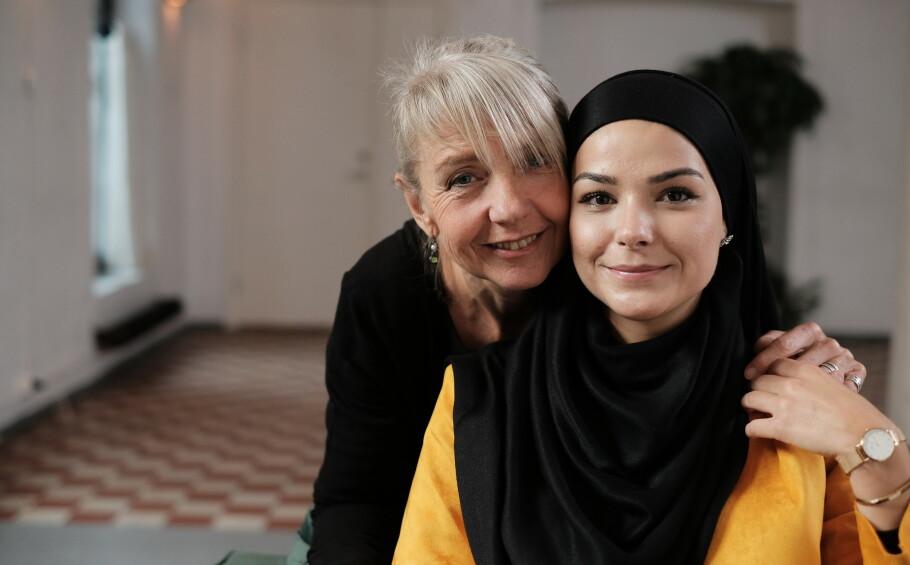 «Morra mi»: Signy og Sarah åpner den nye serien på NRK som har fått navnet «morra mi». FOTO: Jørgen Storhaug/NRK