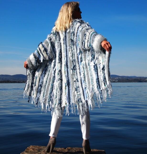 POPULÆRT: Nicole opplever at strikking blir mer og mer populært med tiden. Man ser også stadig mer strikkede plagg i motebildet. FOTO: Privat