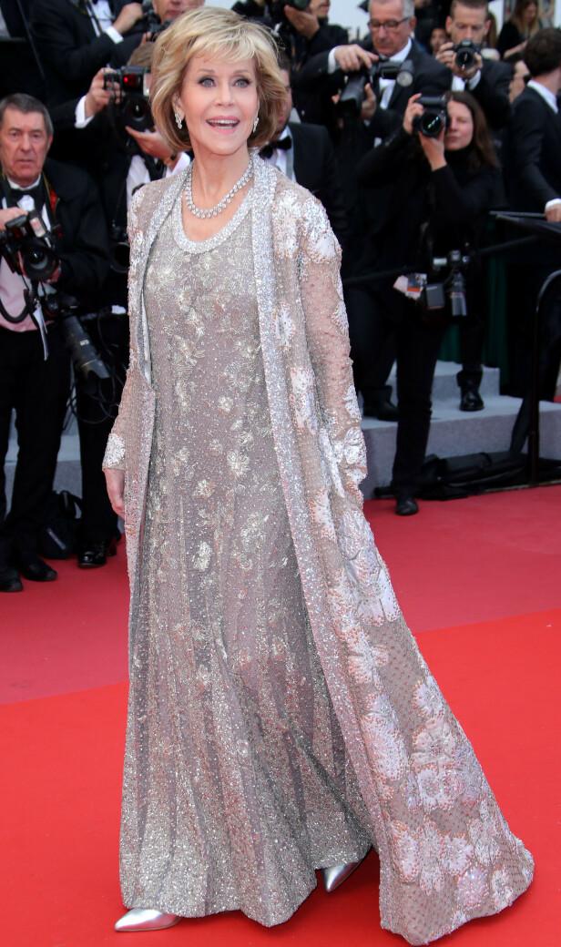 DEN DAMA: Jane Fonda kan fortsatt kunsten å stråle på rød løper. Her fra Cannes-festivalen for to år siden. For ordens skyld: Da var hun 80 år. (Foto: NTB Sxanpix)