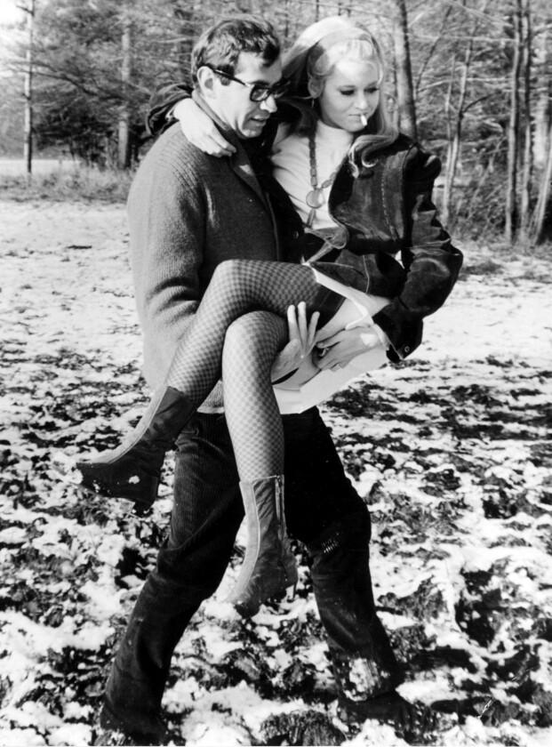 FORELSKET: Jane er 27 år når hun gifter seg med franske Roger Vadim. Han regisserte Barabarella-filmene hun spilte i. (Foto: NTB Scanpix)