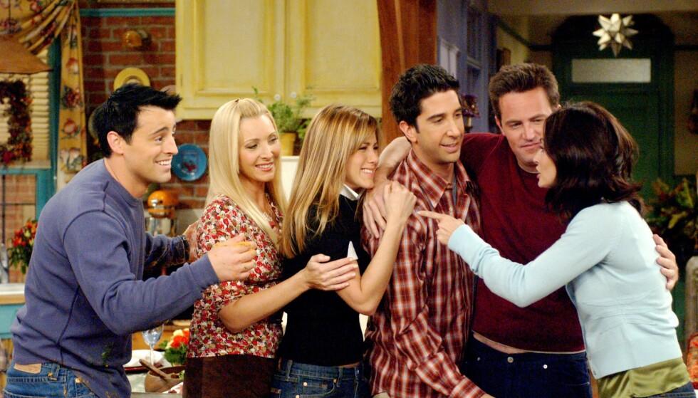 SISTE FARVEL: Slik så det ut da «Friends»-stjernene spilte inn den siste episoden av serien i 2004. FOTO: Warner Bros.