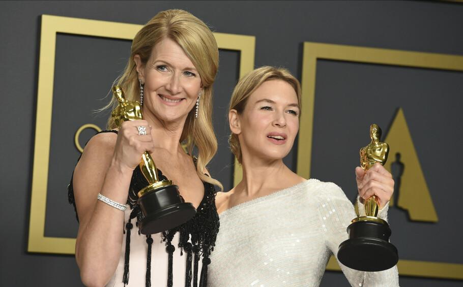VINNERE: Laura Dern (53) og Renée Zellweger (50) vant begge priser for sine skuespillerprestasjoner - ikke rart de glødet. Foto: NTB Scanpix