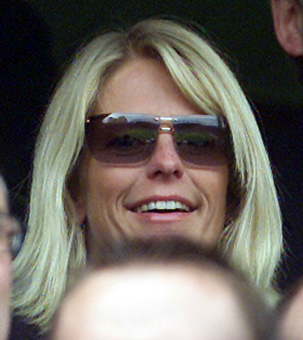 TILSKUER: Ulrika Johnsson i 2002 på en kamp mellom Chelsea og Manchester på Stamford Bridge, London. Ryktene gikk på den tiden i britisk media om at Johnsso hadde et forhold til England-manager Sven-Goran Eriksson. REUTERS/Ian WaldieFOTO: NTBScanpix