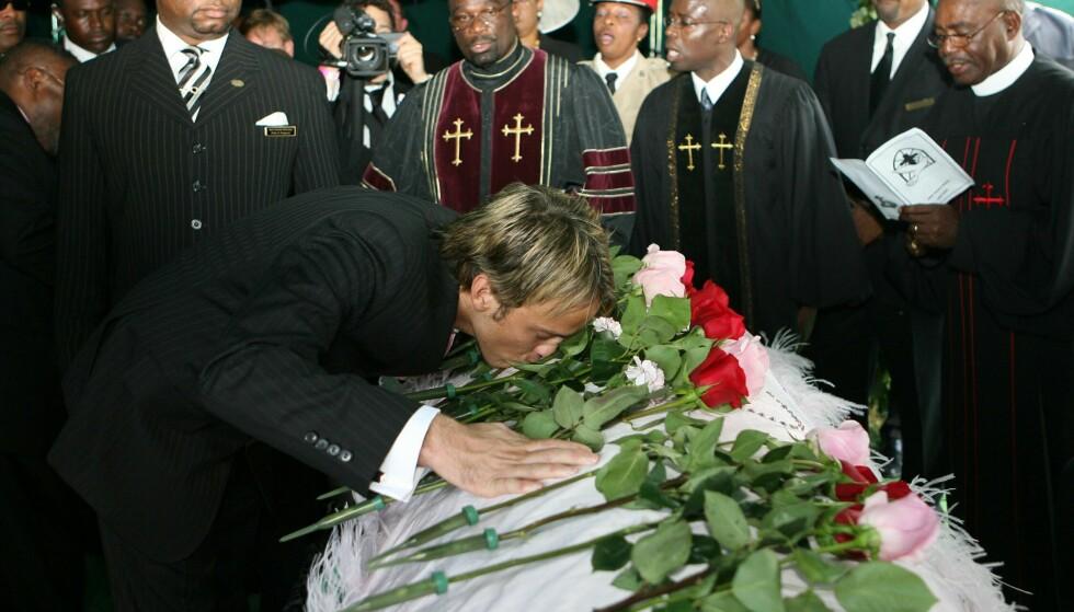 SØEGENDE EKS: Larry Birkhead var ikke Anna Nicoles siste kjæreste, men viste henne sin kjærlighet i begravelsen. Først etter hennes død fikk han vite at de hadde et barn sammen. FOTO: NTBScanpix