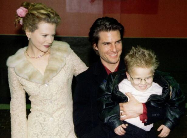 PREMIERE: Jonathan Lipnicki i armene på skuespiller Tom Cruise og hans daværende kone Nicole Kidman, under New York-premieren av Jerry Maquire i 1996. FOTO: NTB scanpix