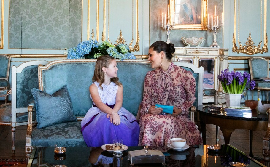 TESELSKAP: Kronprinsesse Victoria av Sverige inviterte syv år gamle Emilia på teselskap på slottet. Det ble et uforglemmelig møte .FOTO: Sara Friberg/Kungl. Hovstaterna