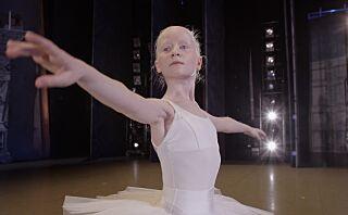 Leah (12) har albinisme og er sterkt svaksynt: - Jeg vil bli prima ballerina