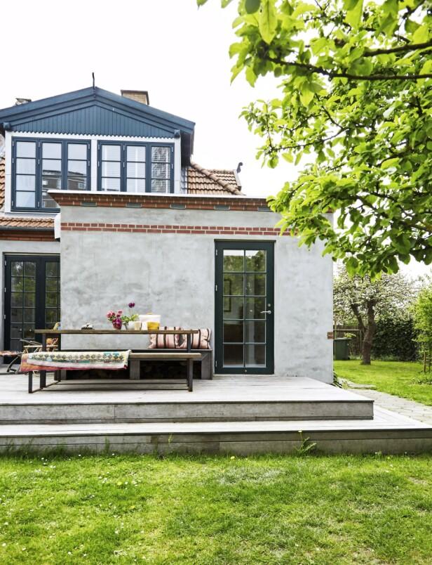 Huset til Pernille og Rasmus ligger i en rolig gate i bydelen Valby, i København, som de siste årene har gått fra å være en nedslitt del av byen til å være et sted der det bygges mye nytt. FOTO: Anitta Behrendt