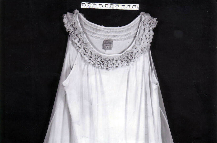 HODELØS KVINNE: I 1974 ble en halshugget kvinne funnet på en åker i Norfolk i England. Kunne den rosa nattkjolen hun hadde på seg fortelle noe om hennes identitet? FOTO: NTB Scanpix