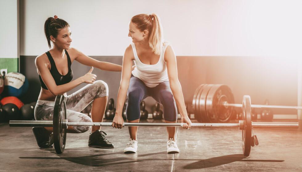 STYRKE: Styrketrening kan være veien å gå for å bli bedre i kneet. FOTO: NTB