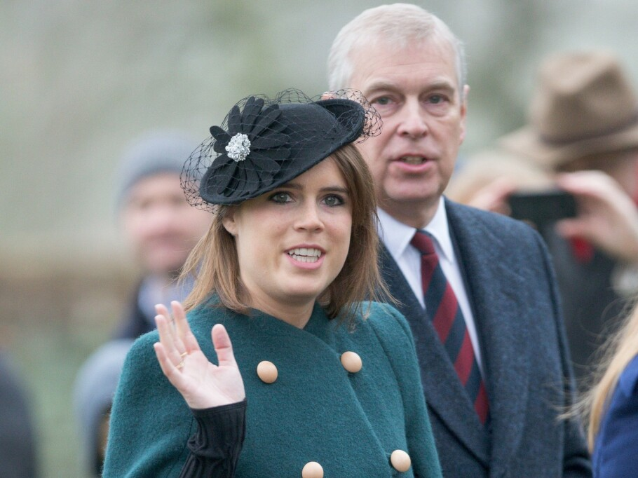 SKANDALEPRINS: Prins Andrew har vært i hardt vær det siste året, men får støtte av datteren prinsesse Eugenie. FOTO: NTB scanpix