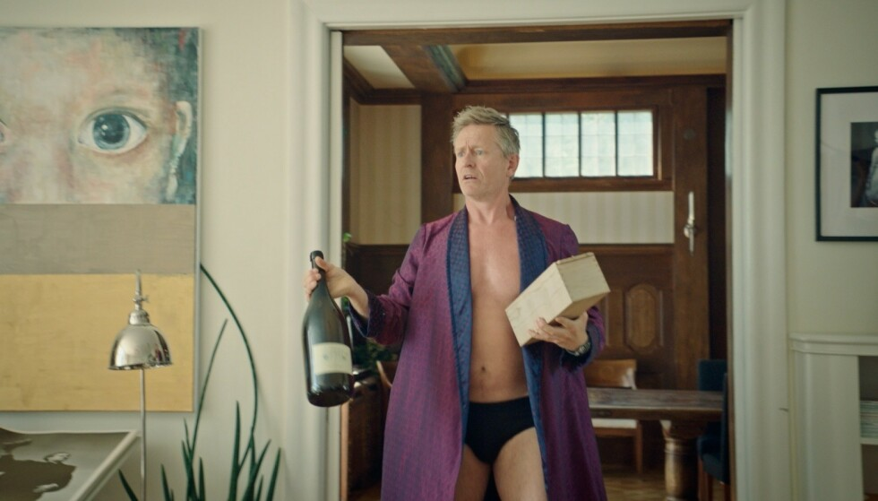 HVITE GUTTER: Henrik Mestad spiller finanspappa Harald i den populære komedien Hvite gutter. FOTO: TVNorge