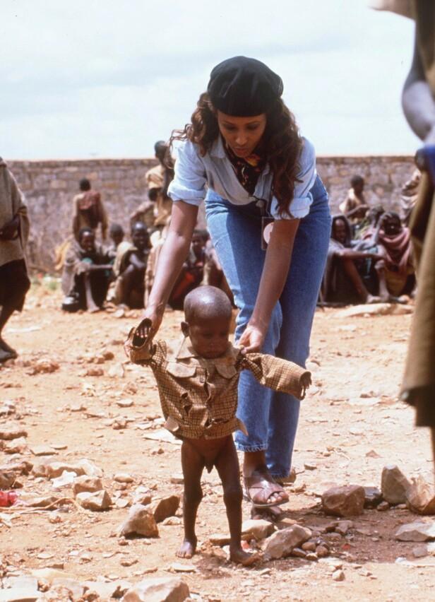 SULT, KRIG OG NØD: Etter 20 år i utlendighet reiste Iman tilbake til Somalia sammen med et britisk tv-team for å rette internasjonal oppmerksomhet mot nøden i hjemlandet. FOTO: NTB Scanpix