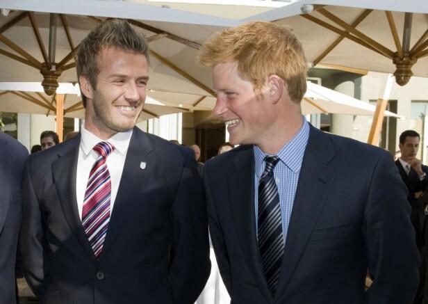 GODE VENNER: Prins Harry og David Beckham har kjent hverandre i en årrekke. Dette bildet er fra 2010. FOTO: NTB scanpix