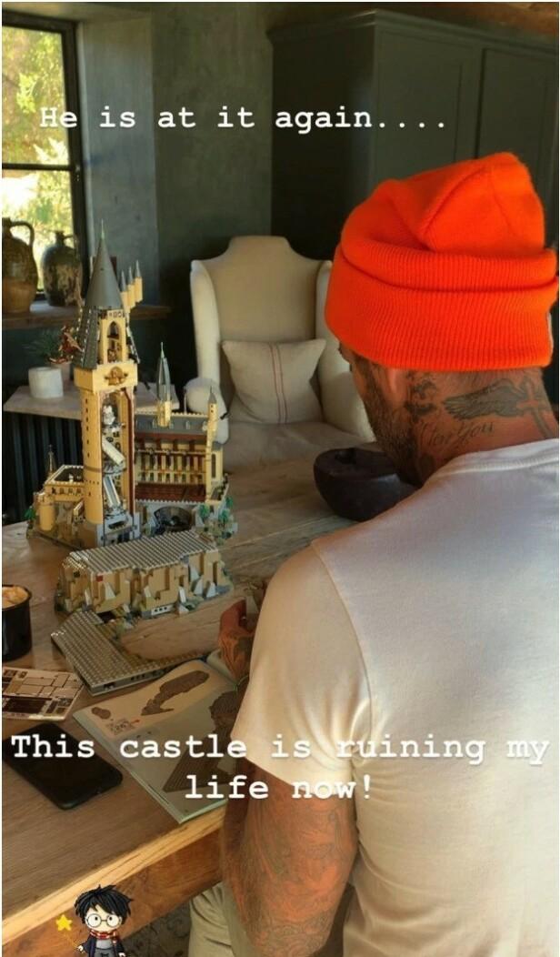 LEGO-LYKKE: Victoria Beckham spøkte på instagram med at mannen Davids interesse for lego har nådd en grense. FOTO: Instagram, gjengitt i The Sun