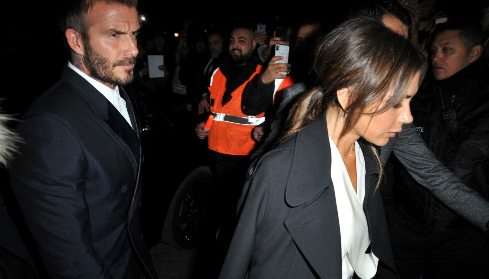 NATTLIG HOBBY: Viktoria Beckham har beklaget seg på instagram over mannens nattlige aktiviteter. Her fra Diors visning under Paris Fashion Week 2020. FOTO: NTBScanpix