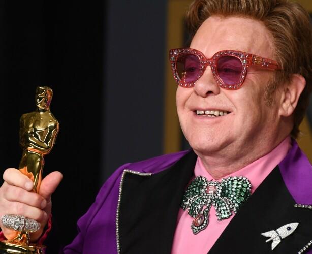 STOR FAN: Vaginaduftlyset har tydelig falt i smak hos Elton John. Han skal nemlig ha kjøpt hundrevis av det! Foto: NTB Scanpix