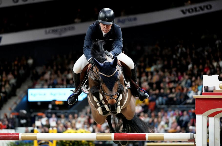 VINNERRUNDEN: Norske Geir Gulliksen og hestens hans Groep Quatro danket ut de svenske hjemmefavorittene under den prestisjetunge FEI Jumping World Cup under Gothenburg Horse Show i februar. FOTO: NTB Scanpix