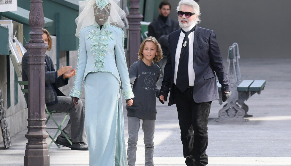 Adut fikk oppleve det enormt ærefulle oppdraget og bli valgt som Lagerfelds Chanel-brud før han gikk bort. FOTO: NTB/Scanpix