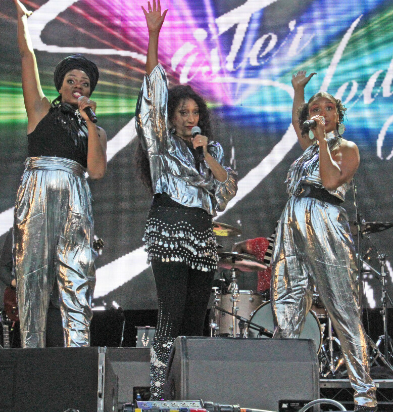 FUTURISTISK: Sister Sledge skifter stadig stil på konsertene, men er alltid samstemt. FOTO: NTB Scanpix