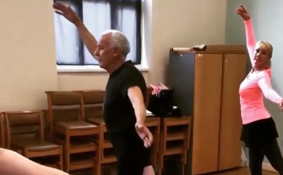 FALT PLADASK: Bernard har funnet mye glede i balletten! Foto: Skjermdump fra Instagram