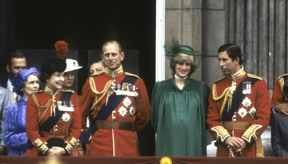 """14px; letter-spacing: normal;"""">I GRØNT: Prinsesse Diana bar et grønt antrekk på balkongen på Buckingham Palace under Trooping the Colour i juni 1982 - og spekulerer i om at Meghans grønne antrekk på det siste offisielle oppdraget i Storbritannia, var en hyllest til avdøde Diana. FOTO: NTB scanpix"""