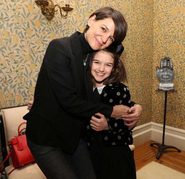<strong>NÆRE:</strong> Katie Holmes var 27 år da hun fikk datteren Suri Cruise. De to har et spesielt nært forhold. Her fra et arrangement i New York i 2018. FOTO: NTB scanpix