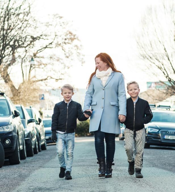 MORSLYKKE: Jannike med sine flotte gutter. Max og Melvin, som i dag er 8 år. FOTO: Astrid Waller/KK