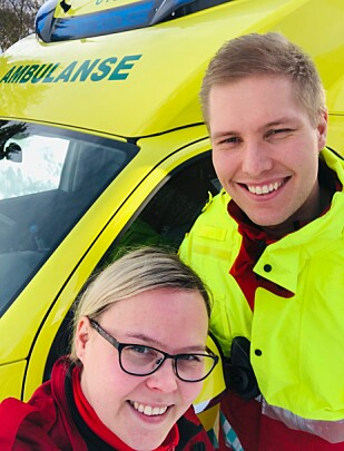 HELTER: Anne Karine Hætta og Jan Åge Jensen jobber for ambulansetjenesten i Kvænangen kommune. FOTO: Privat
