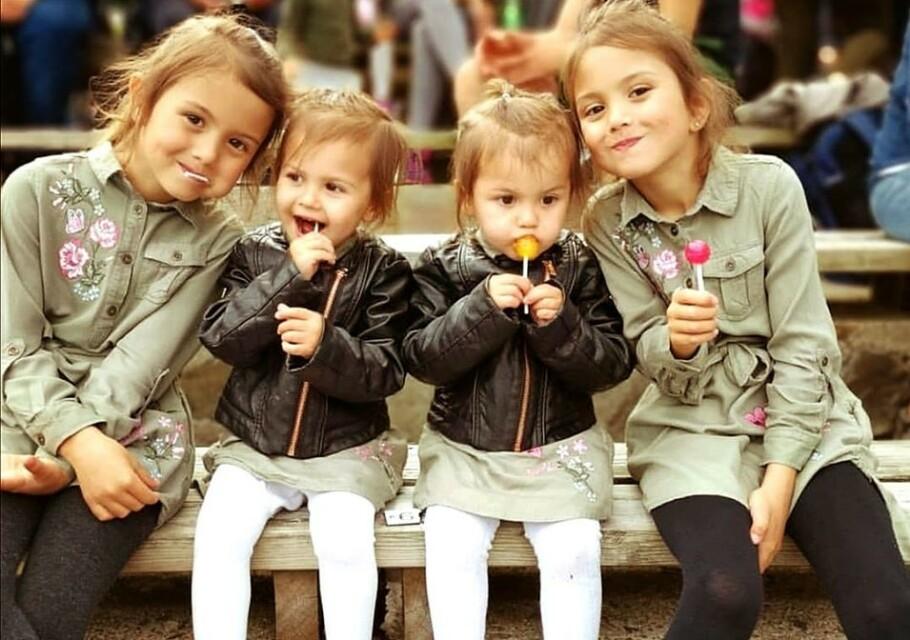 TO SETT TVILLINGER: Tvillingene har det mye moro med å kle seg likt for å forvirre venner og bekjente. FOTO: Privat