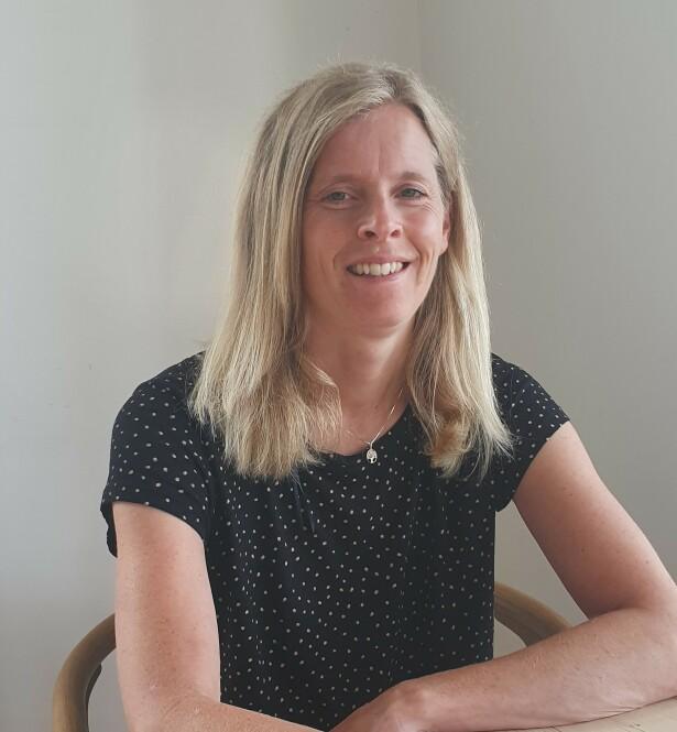 EKSPERTEN: Kari Aarø (44) har 18 års erfaring som jordmor, og er leder for Den norske jordmorforening. FOTO: Privat