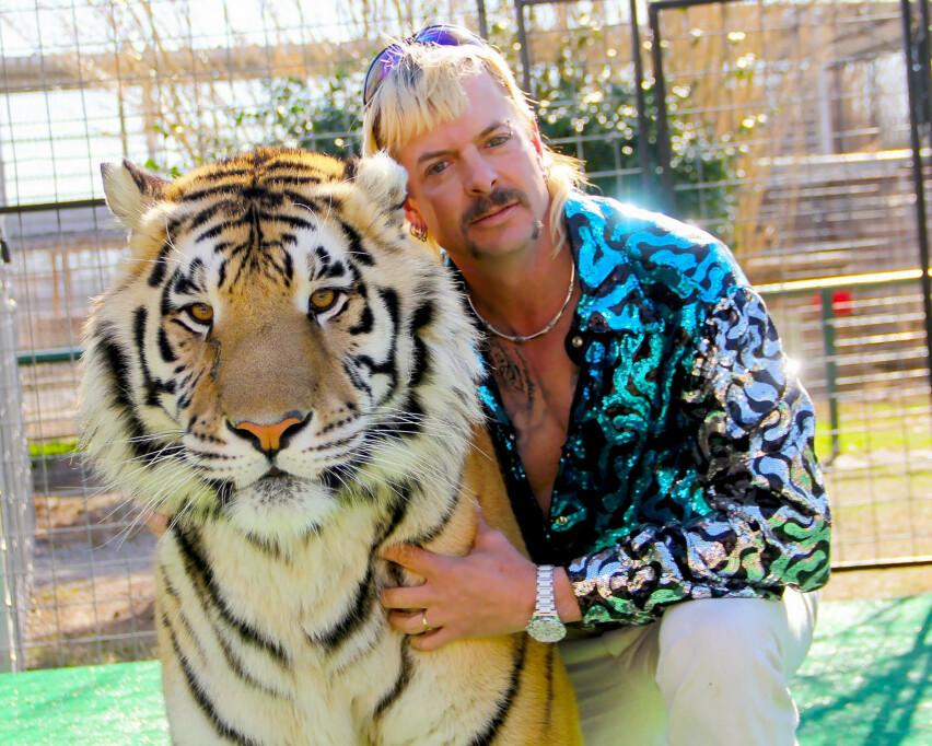 STERKE BESKYLDNINGER : Joe Exotic kommer med sterke beskyldninger mot Carole Baskin i Netflixserien «Tiger King». FOTO: Netflix