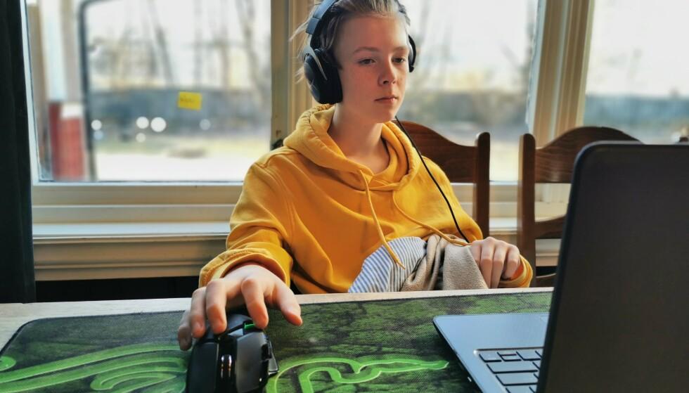 <strong>SJUENDE:</strong> Konstantin går i sjuende klasse og får forskjellige oppgaver som skal gjøres i valgfri rekkefølge. Favorittfaget er engelsk. FOTO: Privat