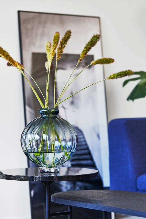Putene er fra Ikea, sengeteppet fra Cozy Living og fotografiet er av Emil Monty Freddie. FOTO: Høeg + Møller