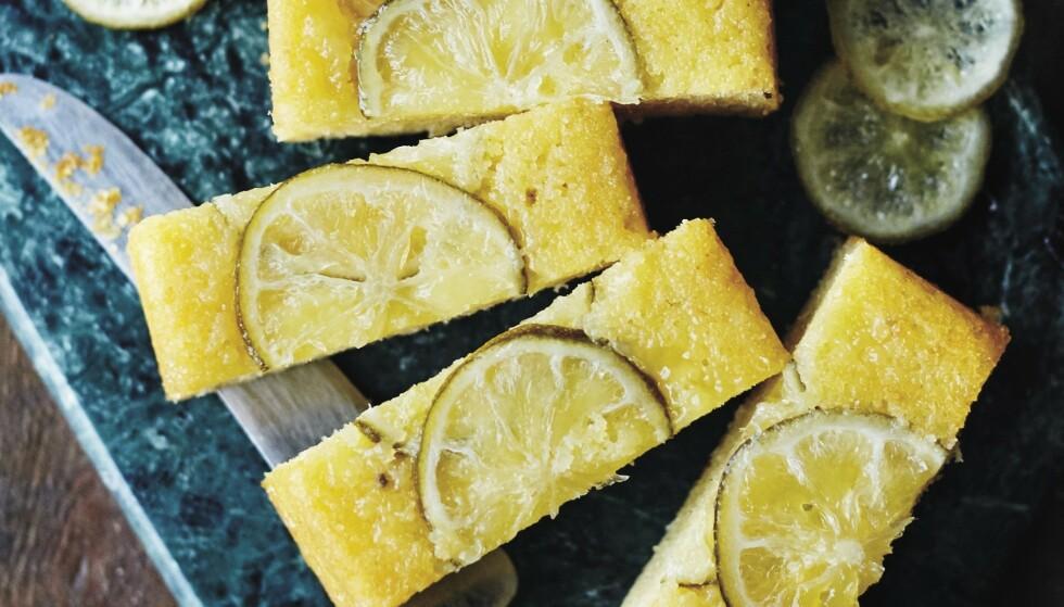 KAKE: Limekake med kandisert lime. FOTO: Bettina Hastoft