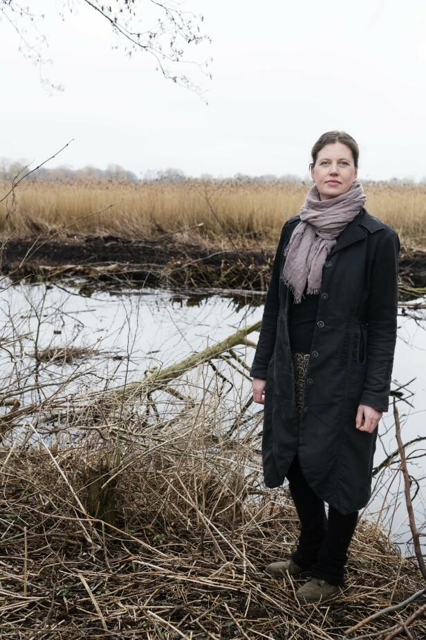 – Jeg bare bor i skogen. Og jeg tyr fortsatt til Burger King og Netflix når jeg er stresset, sier Maja Elverkilde (44). FOTO: Privat