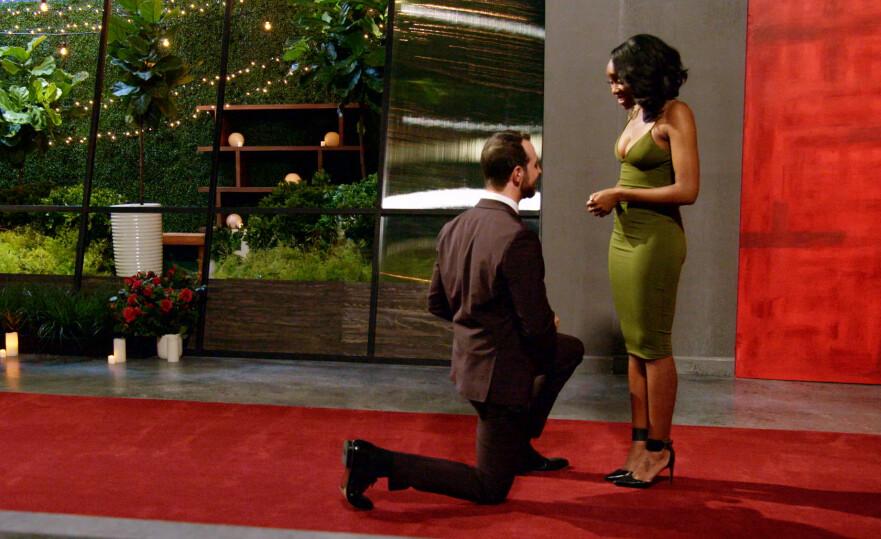 POPULÆRT: Det nye datingprogrammet «Love is blind» har blitt superpopulært den siste tiden. Vi har snakket med en parekspert om hva hun tror om denne metoden! FOTO: Netflix