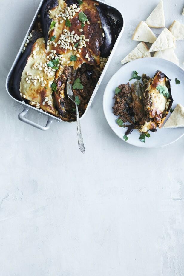 Moussakaen kan lages med karbonadedeig i stedet for lammekjøtt.