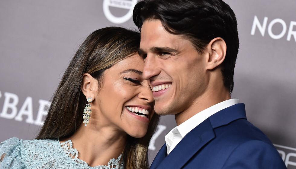 STORMFORELSKET: Gina Rodriguez og Joe LoCicero under en prisutdeling i fjor. FOTO: NTB Scanpix