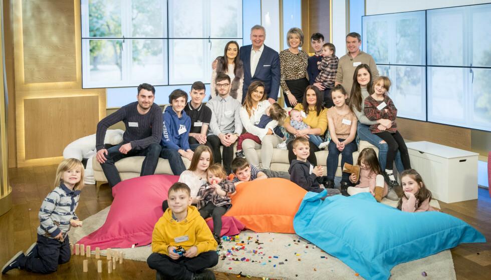 STORFINT BESØK: Radfordfamilien da de gjestet «This Morning» TV-show i London i 2018. Siden da har de fått enda ett barn. FOTO: NTB Scanpix